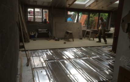 install piped underfloor heating system